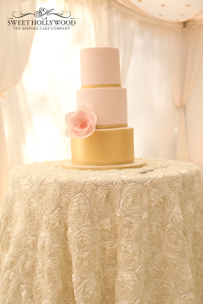 Petitie Chic Wedding Cake