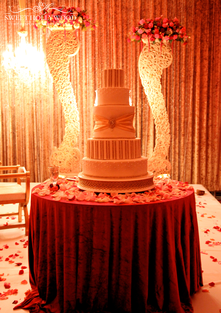 royal-diamonds-and-pearls wedding cake