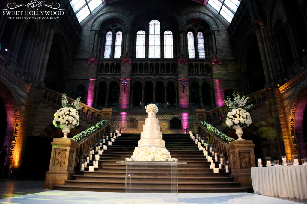 4.-natural-history-museum-room-wedding-cake