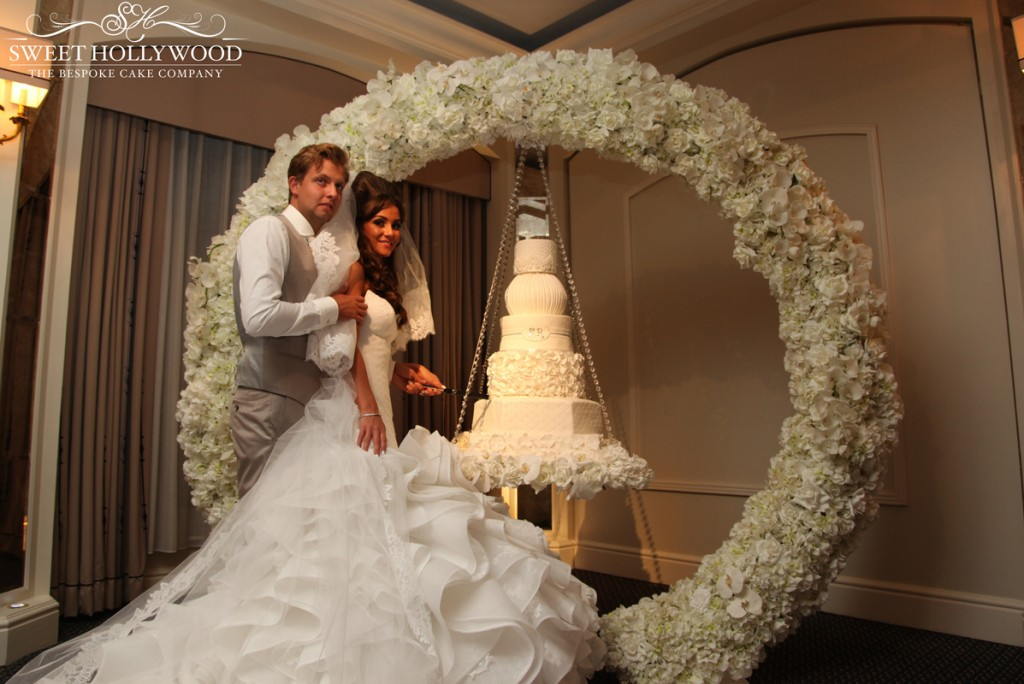halo-hanging-wedding-cake-(1)