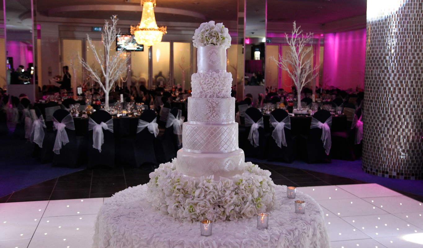 pearl couture wedding cake sweet hollywood. Black Bedroom Furniture Sets. Home Design Ideas